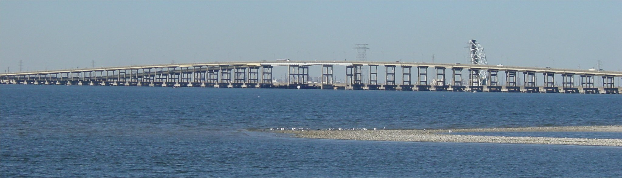 http://www.texasfreeway.com/houston/photos/45_galveston/images/causeway_side_4_hres.jpg